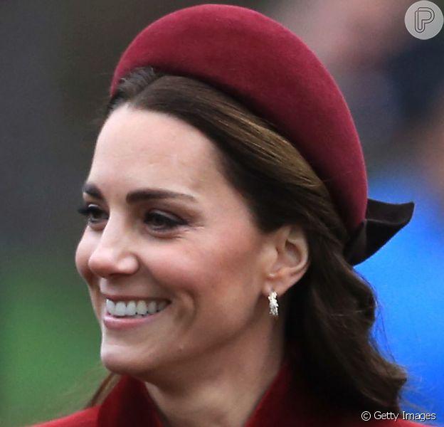 Kate Middleton aderiu à alice band em eventos oficiais. Olha que charme!