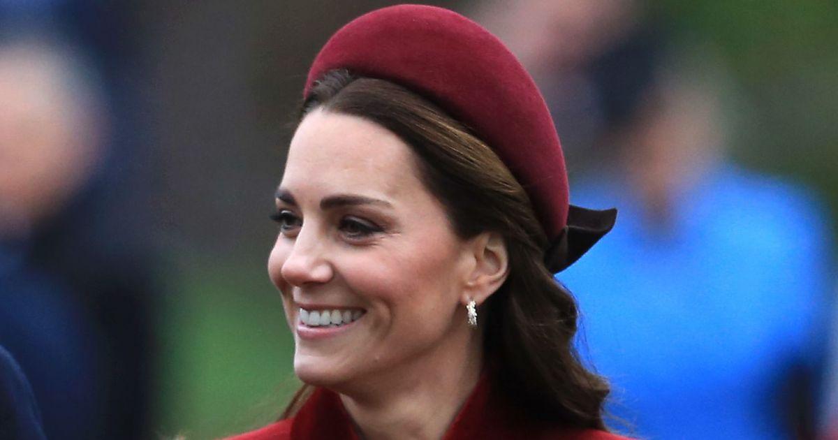 6203ab6915 Alice band: a tiara dos anos 90 voltou e até Kate Middleton aderiu à trend.  Veja fotos! - Purepeople