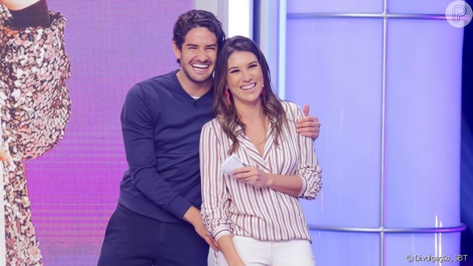 Alexandre Pato fez um post apaixonado e a namorada, Rebeca Abravanel, retribuiu