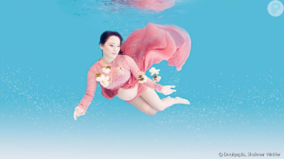 Grávida de 8 meses, Geovanna Tominaga faz fotos dentro d'água e fala sobre gestação nesta terça-feira, dia 16 de abril de 2019