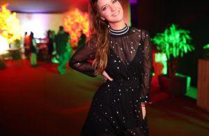 Vestido, macacão e brilho metalizado: looks nada básicos com as melhores trends