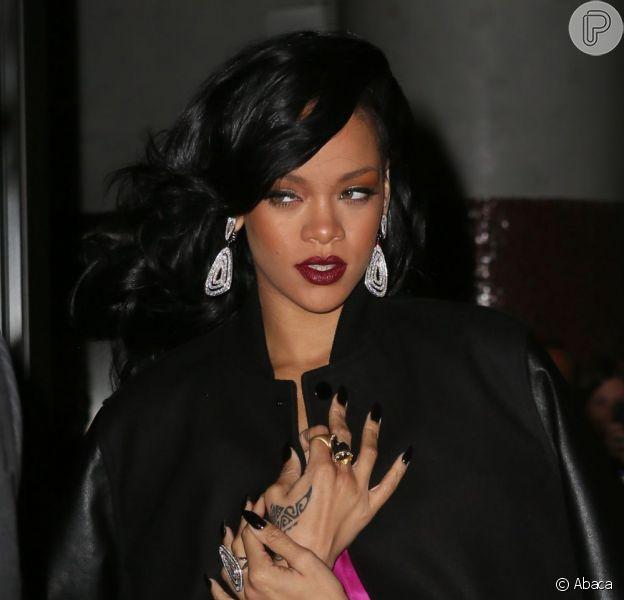 Rihanna estreou como estilista em plena Semana de Moda de Londres, no sábado, 16 de fevereiro de 2013