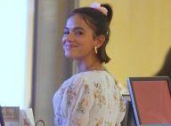 Girlie! Bruna Marquezine aposta em look floral e tênis para passeio em família