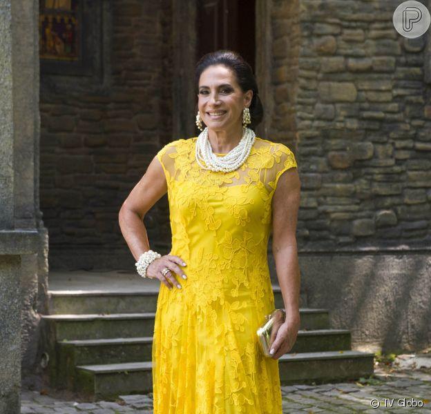 Mercedes (Totia Meireles) ficará na mão de Vanessa (Camila Queiroz) e ajudará a vilã a entrar para a família na novela 'Verão 90'