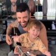 Filho de Gusttavo Lima, Gabriel costuma cantar e tocar instrumentos ao lado do pai
