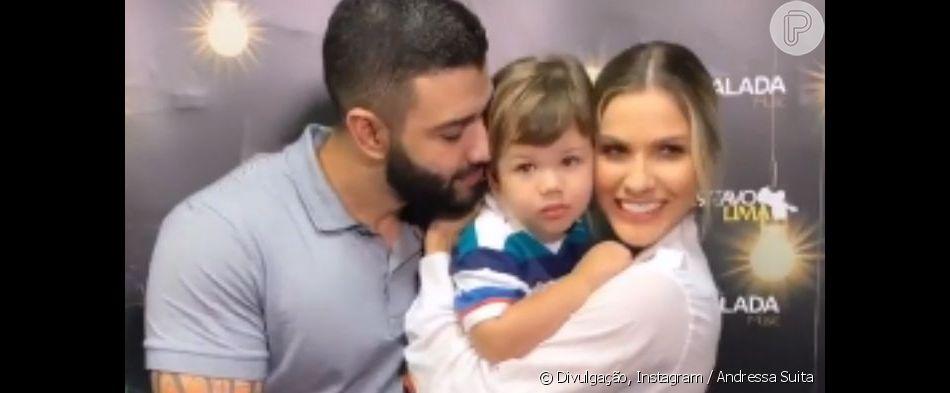 Filho primogênito de Gusttavo Lima, Gabriel 'invade' palco de show e canta com o pai