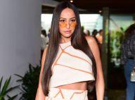 De óculos retrô a cabelo superlongo: o estilo de Sabrina Sato em desfile de moda