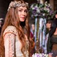 Marina Ruy Barbosa usou um vestido de noiva com inspiração medieval em 'Deus Salve o Rei'