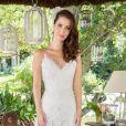 O vestido de noiva de Nathalia Dill em 'Rock Story' era de alças finas e com saia rodada