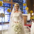 Em seu casamento na ficção, Ellen Rochhe usou um vestido com decote ombro a ombro e muita renda