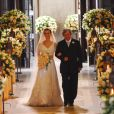 O vestido de noiva de Carolina Dieckmann, a Diana em Passione, usou um modelo com decote em V e véu longo