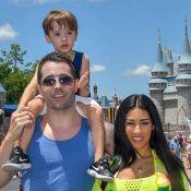 Simaria posa com o marido e filhos, Pawel e Giovanna, na Disney: 'Dia mágico'