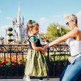 A web deixou comentários desejando melhoras para Deborah Secco, na foto que a atriz publicou da filha, Maria Flor, no Instagram.