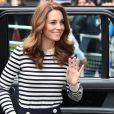 Kate Middleton anda sempre com os fios com risca central e com as pontas bem modeladas