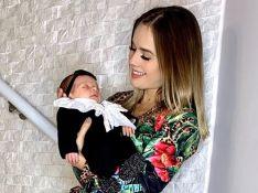 Animal print! Filha de Thaeme, Liz usa trend em roupinha de tricô: 'Look do dia'