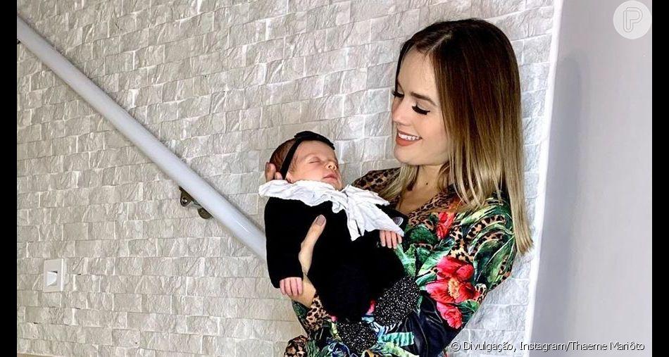Animal print! Filha de Thaeme, Liz usa trend em roupinha de tricô nesta segunda-feira, dia 03 de junho de 2019