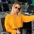 Andressa Suita posou com bosa Christian Dior em aerolook