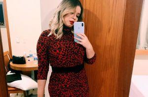 Marilia Mendonça aposta em vestido de animal print e repete bota em look de show
