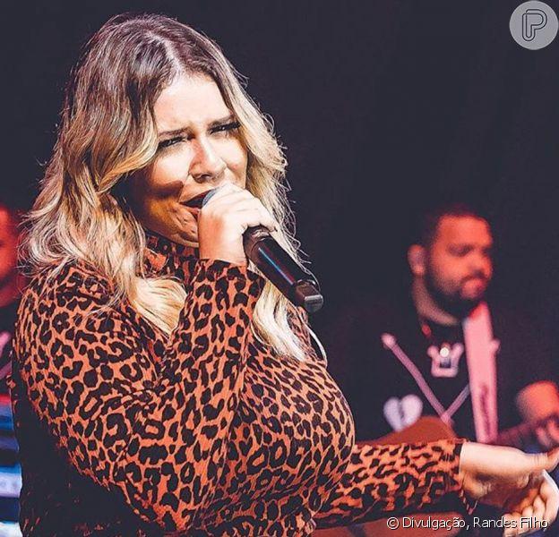 Marilia Mendonça se joga na trend do animal print em look de show neste domingo, dia 09 de junho de 2019