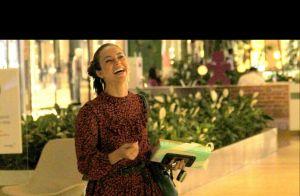 f0731a459 Paolla Oliveira elege vestido fluído curto e bota com franja para ir ao  shopping