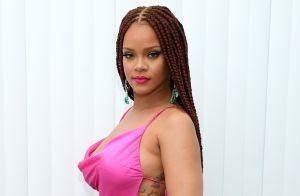Cabelo, look e make rosa: Rihanna ativa modo Barbie moderna e brilha em festa