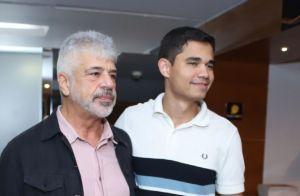 Lulu Santos e Joaquim Lopes levam seus pares em estreia de peça com mais famosos