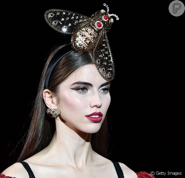 Delineador gatinho clássico no look da Dolce & Gabbana