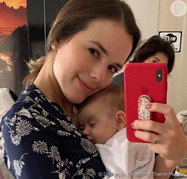 Thaeme Mariôto fez a primeira viagem com a filha, Liz, nesta sexta-feira, 21 de junho de 2019
