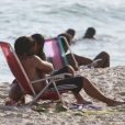 Bruno Gissoni e  Yanna Lavigne são flagrados em clima de romance na praia da Barra da Tijuca, no Rio de Janeiro, em 19 de fevereiro de 2013