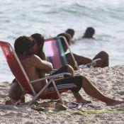 Tá sério! Bruno Gissoni e Yanna Lavigne trocam beijos apaixonados em praia