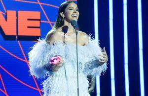 Vestidos curtos, plumas, babados e neon: os looks das famosas no MTV Miaw