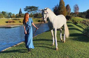 Marina Ruy Barbosa faz passeio a cavalo em dia no campo: 'Espírito animal'
