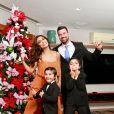 Juliana Paes e os filhos se divertiram juntos nas horas de folga da atriz