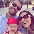 Filha de Sabrina Sato, Zoe usou look fofo com estampa de beijos em passeio por Barcelona
