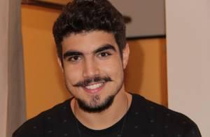 Caio Castro sofre por não ter tempo para os amigos de infância: 'Sinto falta'