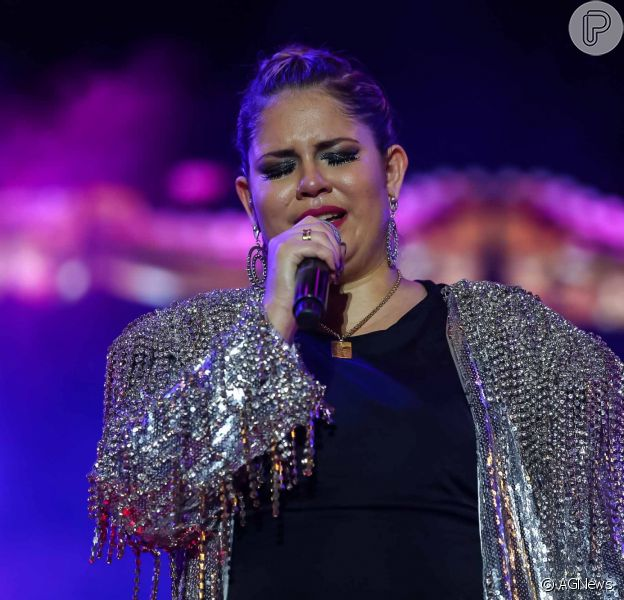 Marilia Mendonça chora com declaração de Zé Neto e Cristiano em show no Ceará nesta quarta-feira, dia 17 de julho de 2019