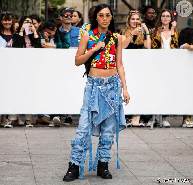 Jeans de cintura baixa de volta? Calça cargo de cós baixo traz de volta os anos 2000