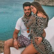 Beachwear de grávida! Romana Novais elege biquíni estiloso em férias com Alok