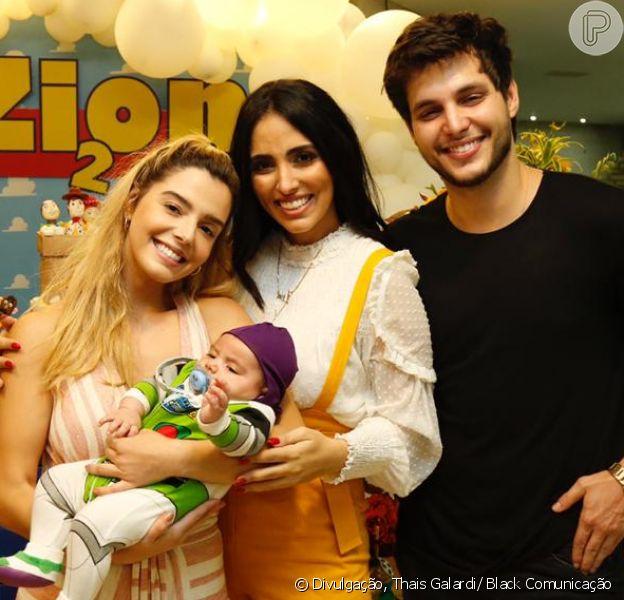 Jade Seba fantasia filho, Zion, de Buzz Lightyear em festa de mesversário
