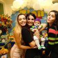 Giovanna Lancellotti levou a mãe e irmã à festa de dois meses de Zion, filho de Jade Seba e Bruno Guedes
