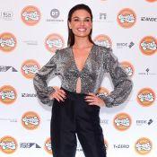 Luxo e conforto: Isis Valverde esbanja glamour em pré-estreia do filme 'Simonal'