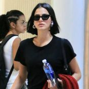Bruna Marquezine ostenta estilo de look total black em aeroporto do Rio. Fotos!