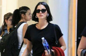 Bruna Marquezine ostenta estilo de look total black em aeroporto do Rio. Fotos!
