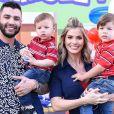 Gusttavo Lima acha que filhos são muito novos pata atuar em comerciais: 'Quero que tenham infância'