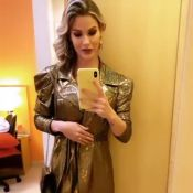 Vestido holográfico e muito brilho: o look poderoso de Andressa Suita em desfile