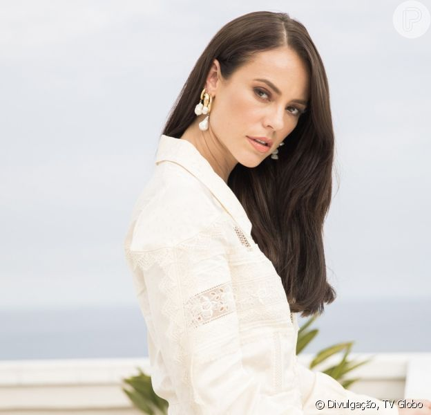 Nos próximos capítulos de 'A Dona do Pedaço', Vivi (Paolla Oliveira) surge com novo namorado.