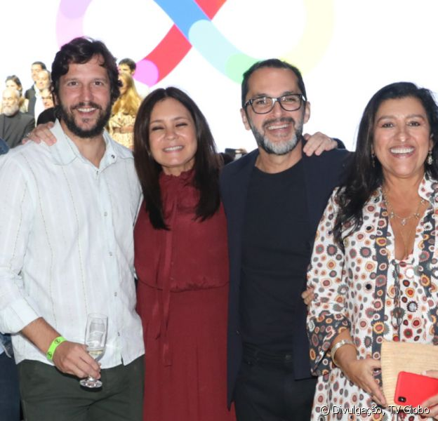 Cabelo novo! Adriana Esteves mostra visual castanho para novela 'Amor de Mãe' em evento da Globo nesta quinta-feira, dia 08 de agosto de 2019