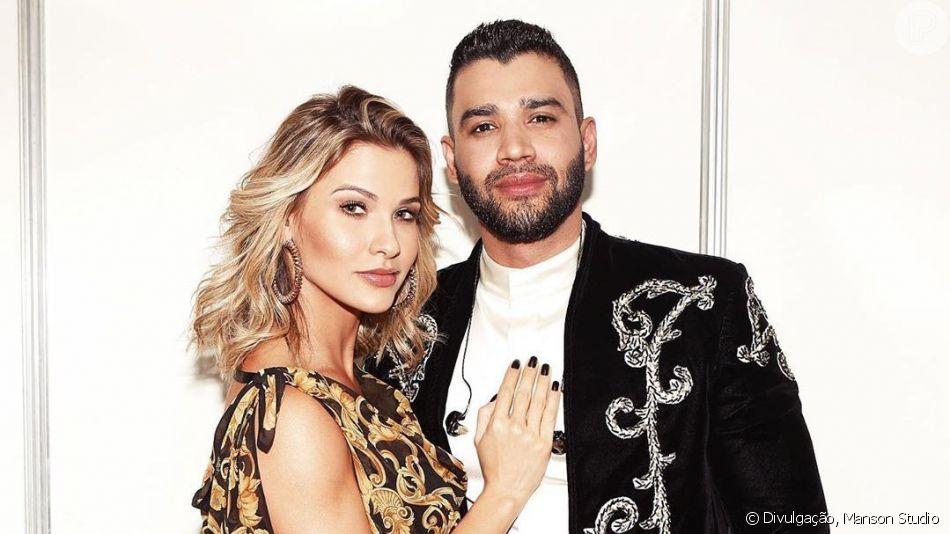 Gusttavo Lima surpreendeu Andressa Suita ao aparecer sem sapato e comendo pastel em show neste domingo, 11 de agosto de 2019