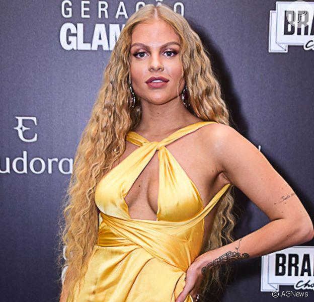 Luísa Sonza rebate críticas da web após acusação de plástica e publicidades