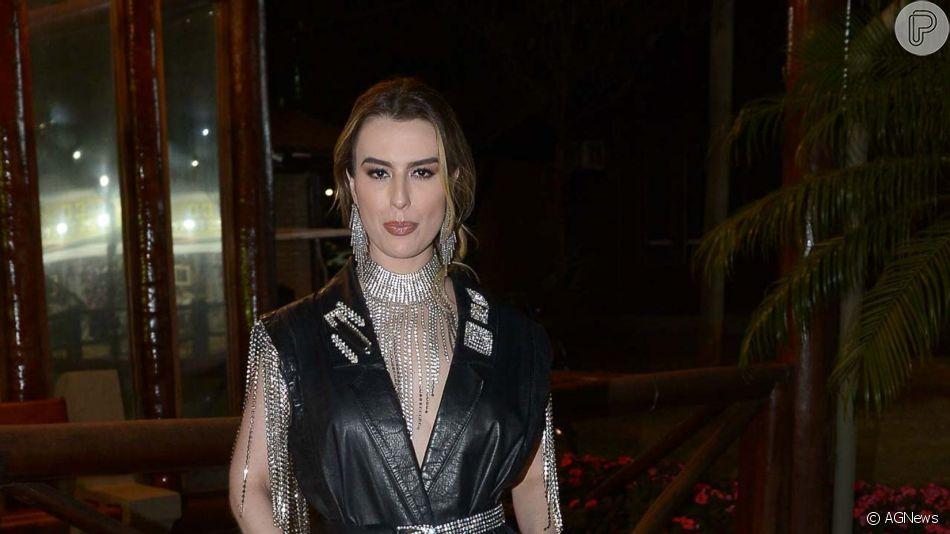 Fernanda Keulla arrasou em look com strass para curtir a festa do Peão de Barretos nesta sexta-feira, 16 de agosto de 2019